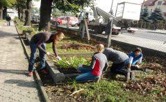 Marianki uprzątały zaniedbane groby